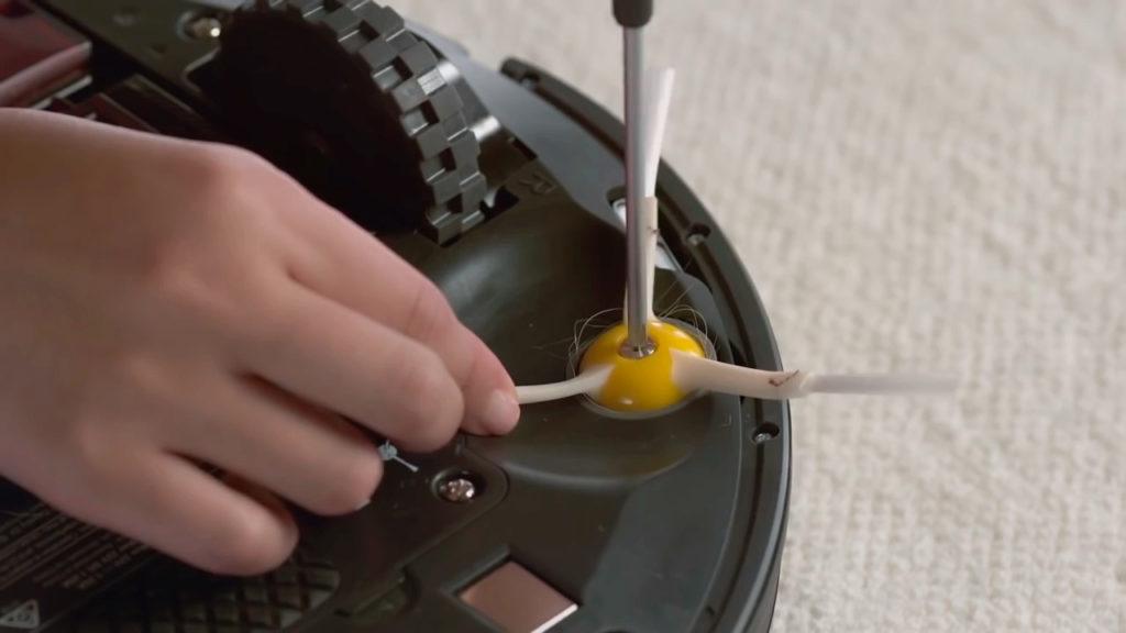 робота пылесос – не работает щетка